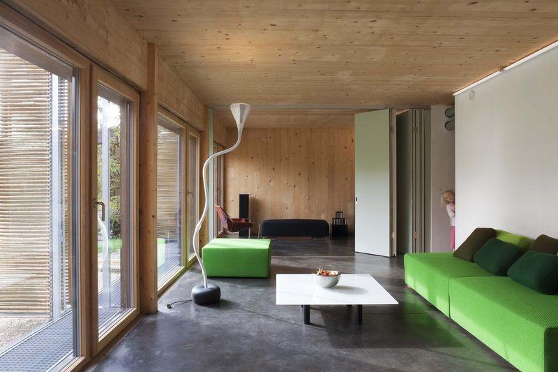 pièce de vie modulable - Witzmann résidence par Karawitz Architecture - Bessancourt (95) - France -  Photo Nicholas Calcott