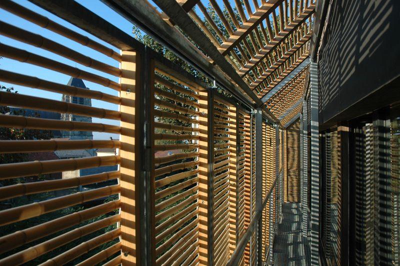 vue intérieure du bardage - Witzmann résidence par Karawitz Architecture - Bessancourt (95) - France -  Photo Nicholas Calcott