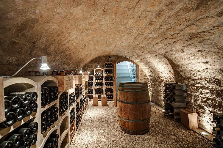 Extension contemporaine et r novation par jean philippe dor france construire tendance - Construire une cave a vin dans un garage ...