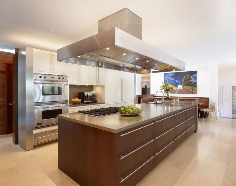 cuisine - Mandeville Canyon Residence par Rockefeller Partners Architects - Los Angeles, Usa - photo Eric Staudenmaier