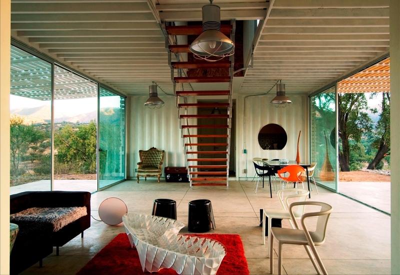 pièce de vie et escalier - Infiniski Manifesto House par james&mau arquitectura  - Curacaví, Chili - photo Antonio Corcuera