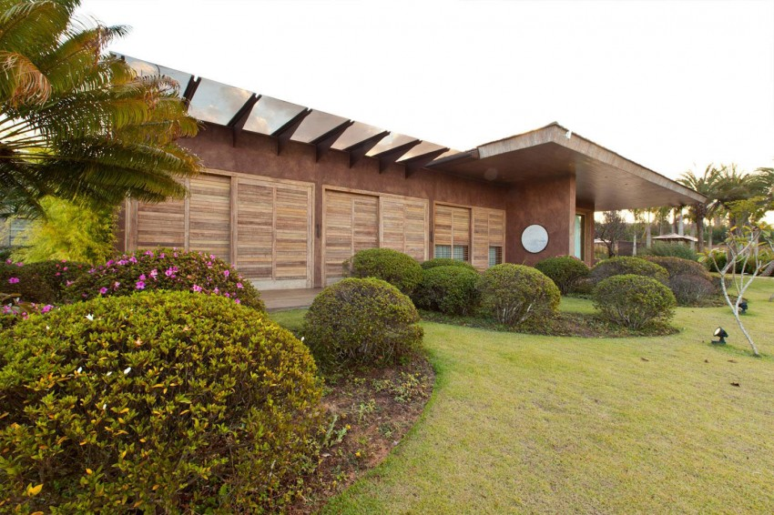 façade - Nova Lima House par Saraiva associados - Nova Lima, Brésil - photo Rafael Carrieri