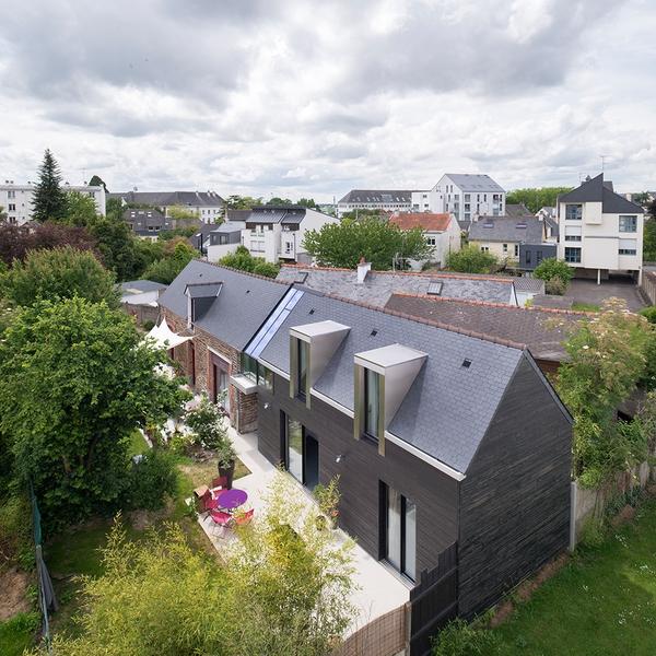 vue aérienne - maison entre deux par Clément Bacle - Rennes, France - photo Martin Argyroglo