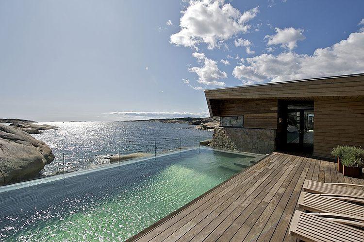 piscine et vue sur mer  - maison bois et pierre par jarmund et vigsnaes architects - Vestfold, Norvège