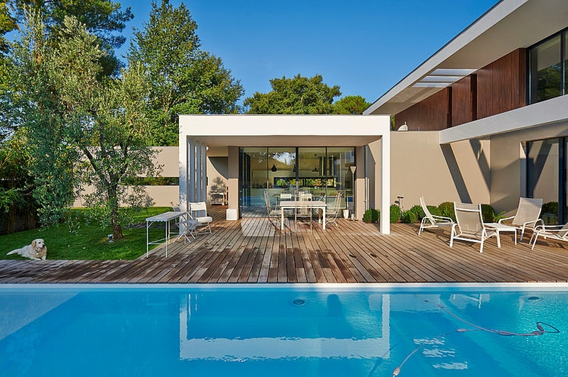 piscine et sa terrasse - Maison contemporaine par Hybre-architecte - Gradignan - photo Philippe Caume