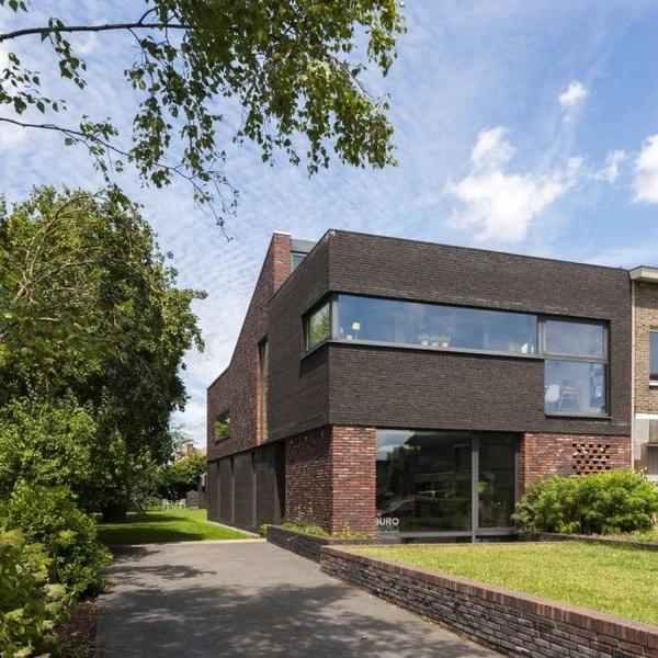 10 maisons briques contemporaines construire tendance for Maison minimaliste belgique