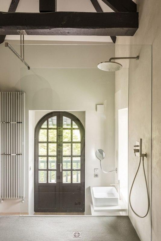 salle de bains - Rénovation maison typique par Atelier Delphine Carrère - Bidart, France