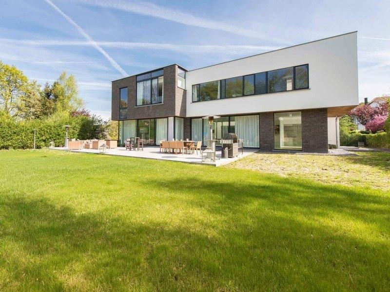Maison contemporaine 6 chambres en vente uccle belgique construire tendance for Architecture maison en belgique