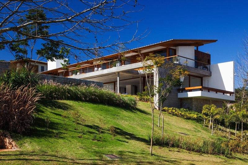 vue d'ensemble en contreplongée - Ft house par Reinach Mendon Arquitetos - Bragança Paulista, Brésil