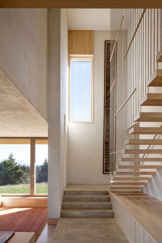 Escalier int rieur karuna house par holst architecture - La contemporaine villa k dans les collines de nagano au japon ...