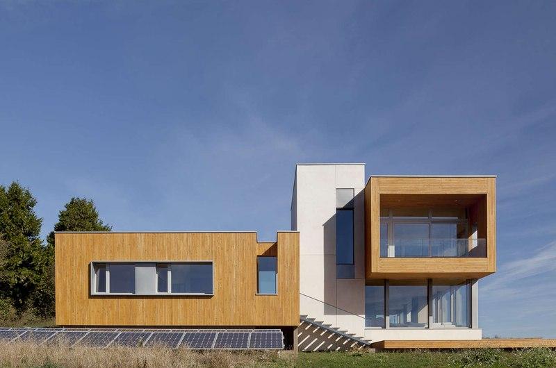 panneaux photovoltaïques façade terrasse - Karuna House par Holst Architecture - Newberg, OR, Usa