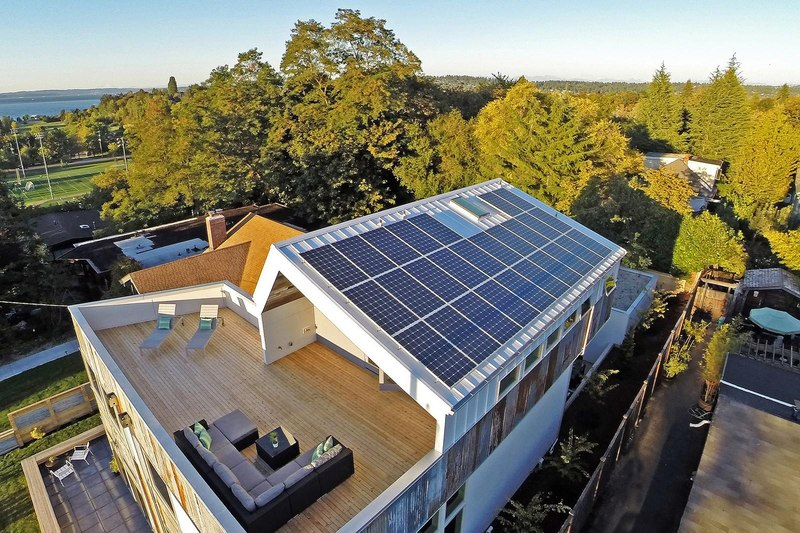 toiture terrasse et photovoltaïque - Unique Reclaimed Modern par Dwell Development LLC - Seattle, Usa
