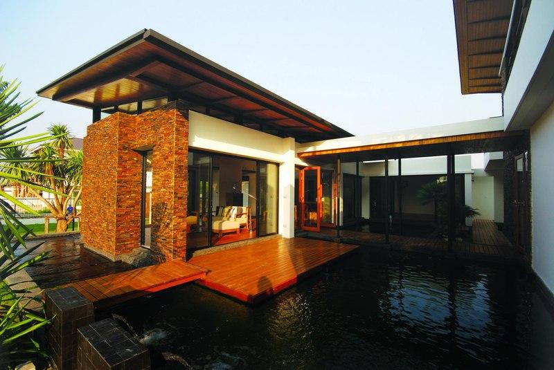 façade terrasse et piscine - Nature House par JUNSEKINO Architect - Changwattana, Bangkok, Thaïlande
