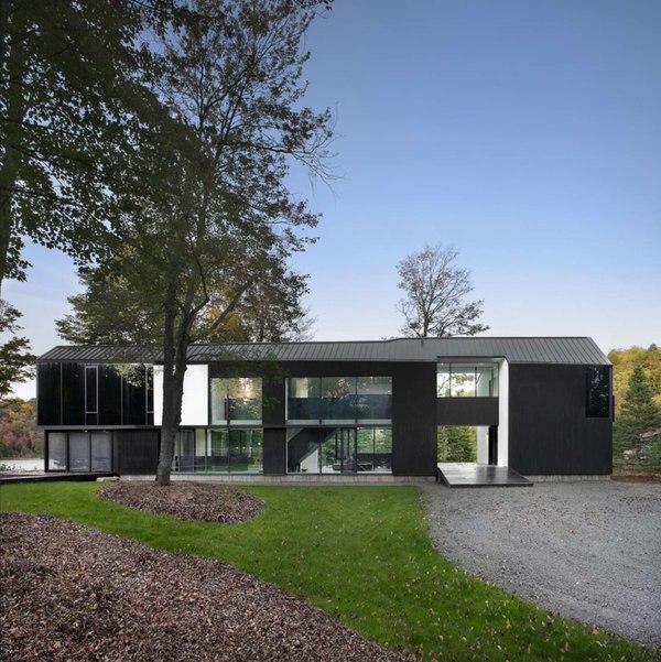 façade allée entrée - Private Residence St-Sauveur par  Saucier + Perrotte architectes -  Saint-Sauveur, Canada