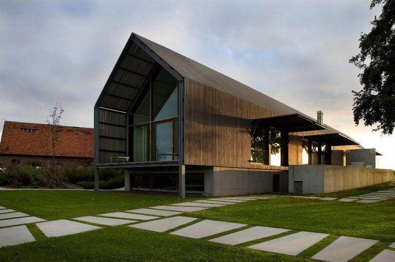 Belle maison traditionnelle spacieuse en bois en belgique - Belle maison a construire ...