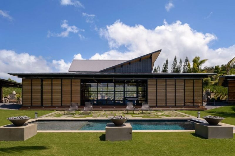 Maison bois contemporaine tr s exotique au bord de l oc an for Architecture japonaise contemporaine