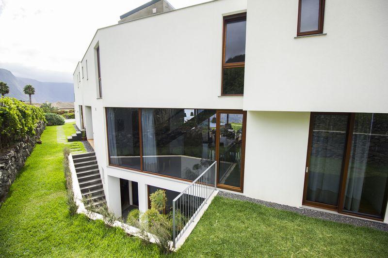 entrée arrière - Casa do Miradouro par Dirck Mayer - Ponta Delgada, Madère, Portugal