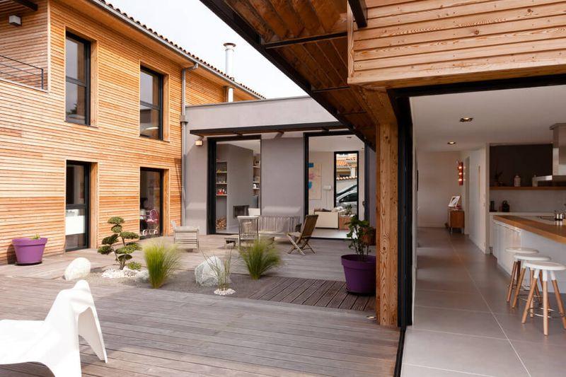 Villa contemporaine en bois par damien carreres lyon - Interieur maison bois contemporaine ...
