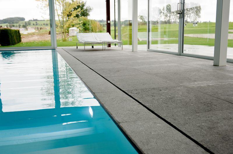 piscine intérieur - maison contemporaine par Luc Spits, Belgique