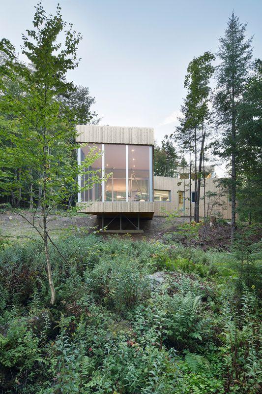 Atypique maison bois contemporaine au lac grenier canada for Agrandissement maison grenier