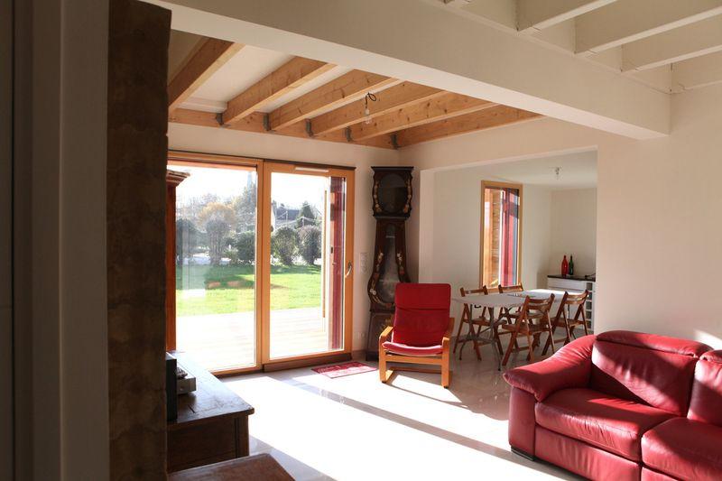 salon - Maison bois béton par Patrice Bideau - Atypique - France