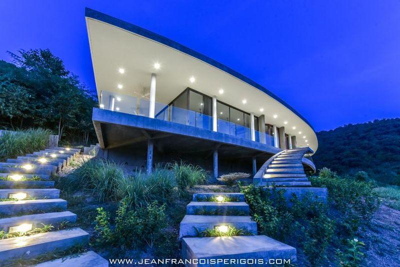 magnifique villa combinant style local  contemporain au