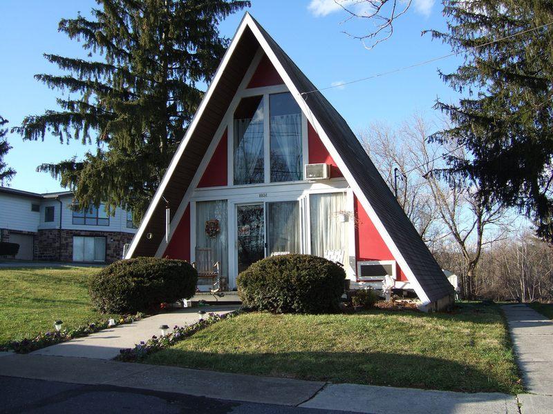 12 maisons l 39 architecture triangulaire construire tendance for Maison en triangle