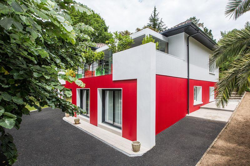R novation et transformation d une maison typique du pays for Couleur facade maison simulation