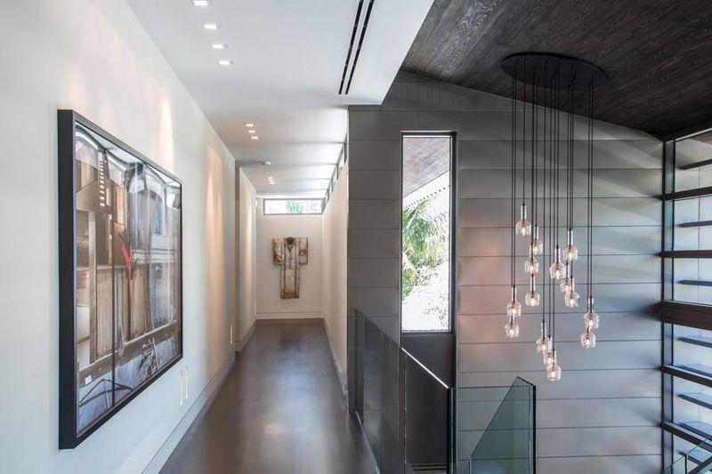 Couloir tendance cool deco tendance salon daccoration for Couloir peinture bicolore