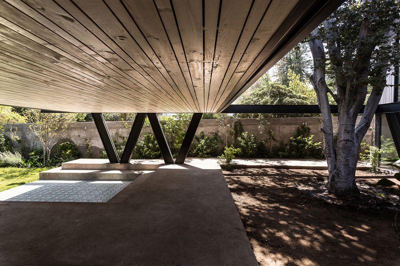 maison sur pilotis b ti en b ton traditionnel au chili construire tendance. Black Bedroom Furniture Sets. Home Design Ideas