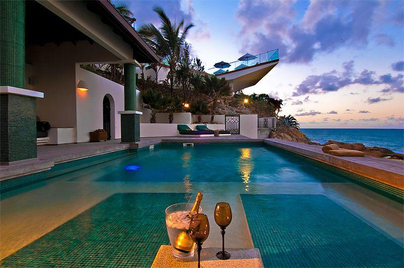 20 villas de r ve en bord de mer avec piscine construire tendance. Black Bedroom Furniture Sets. Home Design Ideas