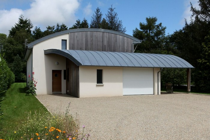 10 maisons contemporaines toiture arrondie ou cintr e for Maison atypique bretagne