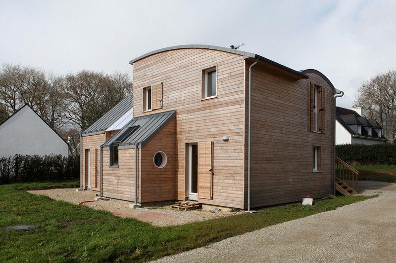 Fa ade entr e maison bois organique par patrice bideau for Facade entree maison