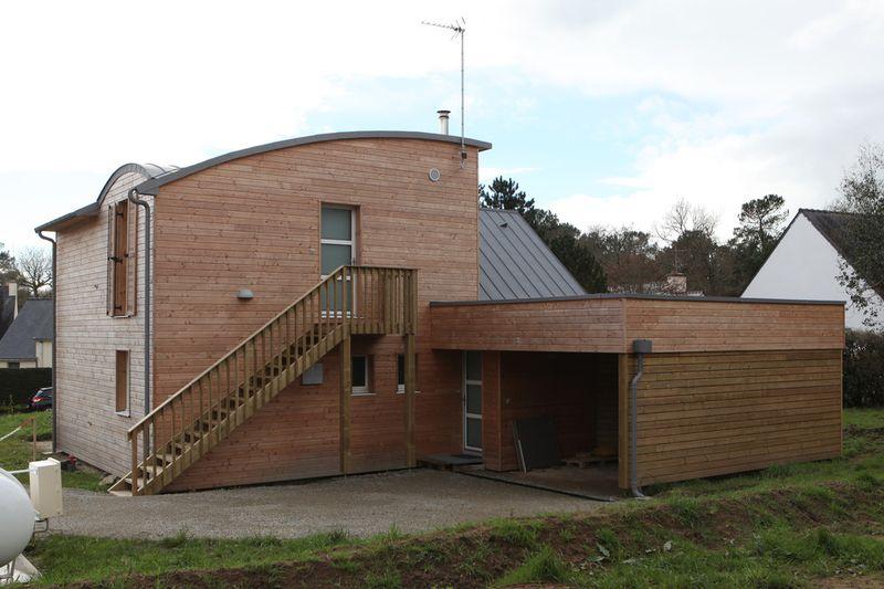 Escalier ext rieur garage maison bois organique par for Construire escalier exterieur bois