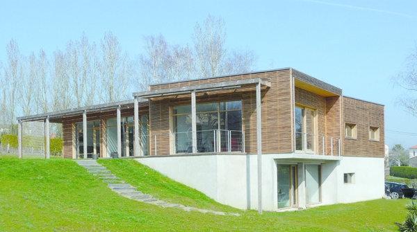 Des maisons contemporaines et cologiques construire for Maison container loire atlantique