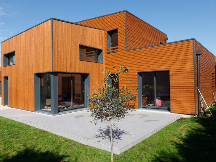 Maison bois contemporaine bbc par ocube architecte dans la for Maison moderne france