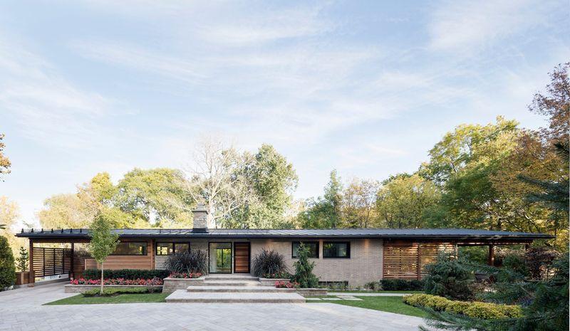 bois et grandes ouverture pour une r novation de maison qu b coise des ann es 60 construire. Black Bedroom Furniture Sets. Home Design Ideas