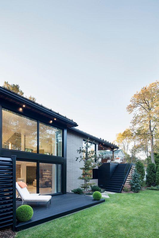 Bois et grandes ouverture pour une r novation de maison for Architecture quebecoise