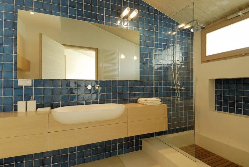 Maison contemporaine atypique avec une superbe piscine en for Salle de bain italie