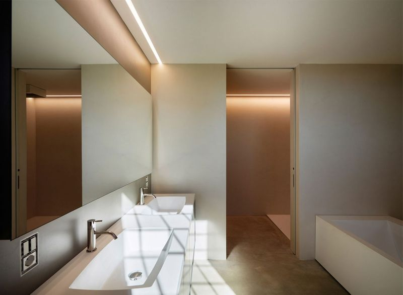 R novation pour une belle maison en pierre du 18e si cle for Salle de bain italie