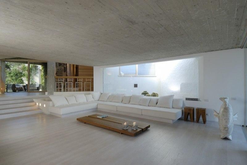 Maison contemporaine atypique avec une superbe piscine en for Salon maison contemporaine