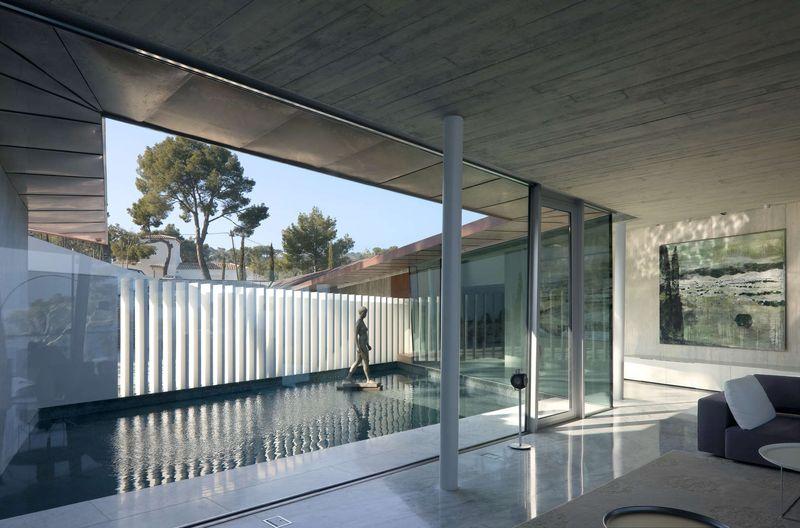 Salon piscine int rieure summer residence par fuses - Residence piscine interieure ...