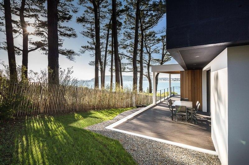 Splendide maison contemporaine au bord d'un lac en France ...