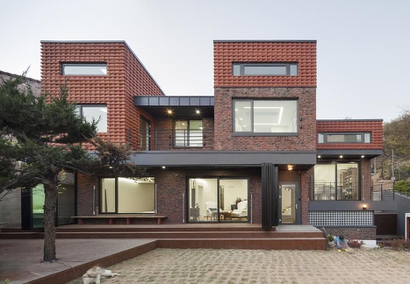 10 maisons briques contemporaines construire tendance - Maison design moderne capital building ...