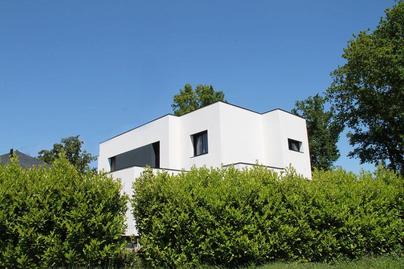 maison bioclimatique contemporaine par volumes et plans