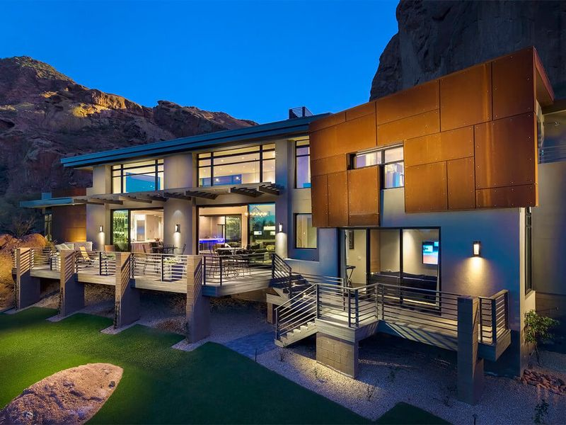 Magnifique villa contemporaine au pied des montagnes de l Luxury home builders usa
