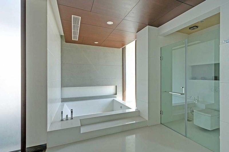 baignoire et douche salle de bains center court villa par dada partners new delhi inde. Black Bedroom Furniture Sets. Home Design Ideas