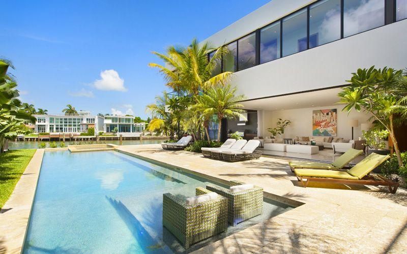 Magnifique villa contemporaine parsem e de palmiers au bord de l oc an miami construire tendance - Residence de vacances contemporaine miami ...