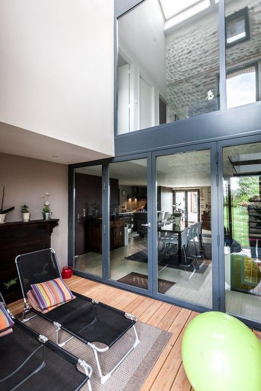 maison r nov e en ari ge par hugues tournier en france construire tendance. Black Bedroom Furniture Sets. Home Design Ideas