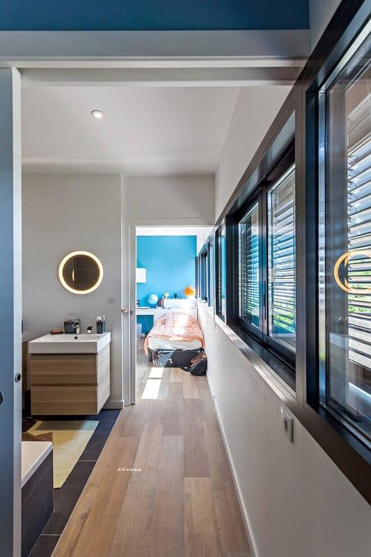 maison en bois contemporaine avec piscine en toit terrasse france construire tendance. Black Bedroom Furniture Sets. Home Design Ideas